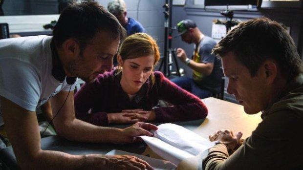 Amenábar con Ethan Hawke y Emma Watson en el rodaje de Regression.